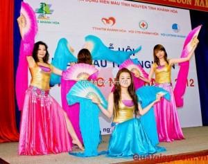 1353399016_457713385_5-Mua-bung-Nha-Trang-V-doan-Hoa-Bien-mua-quat-lua-fanveil-Khanh-Hoa
